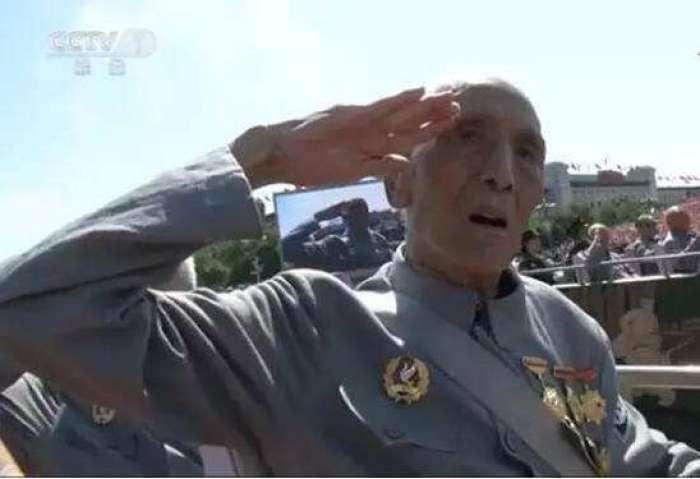还记得阅兵时敬礼的老人吗?101岁开国少将张玉华逝世