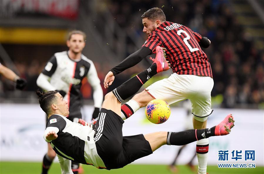 【新华网】意大利杯半决赛首回合:AC米兰平尤文图斯