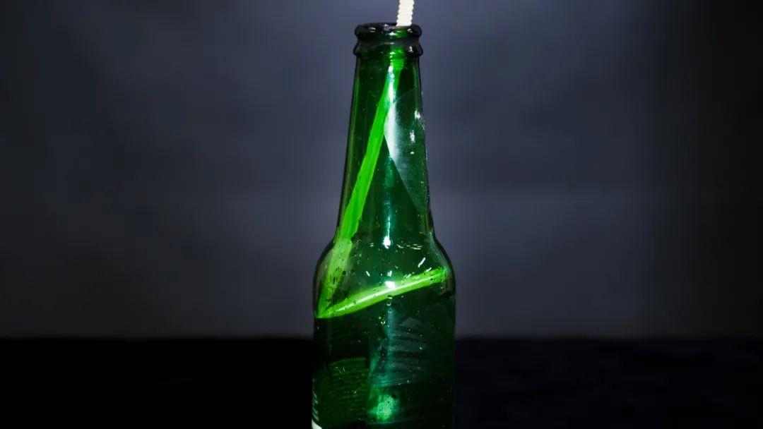 财经|刚喝完的汽水瓶不要扔,吸管伸进去,隔壁的小孩都... | 正经玩