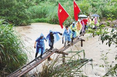 一庫丹江水綠山川富果農——河南淅川依靠生態產業精準脫貧