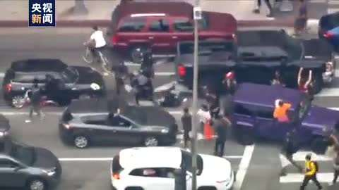 美国多地暴力示威升级,驻美使馆提醒中国公民避免前往相关区域