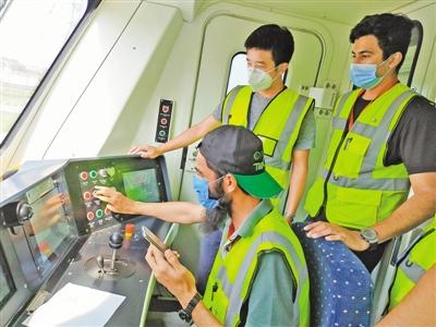"""中巴经济走廊拉合尔轨道交通橙线项目正式运营——""""巴基斯坦"""