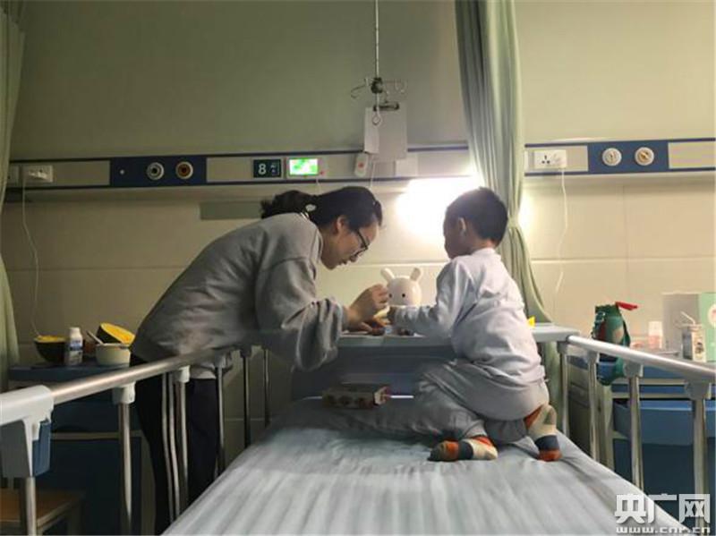 济南一男童在幼儿园全身20%遭烫伤 老师涉虐待被刑拘