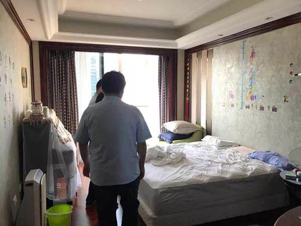 北京赛车开奖直播:丈夫赠情人3000万豪宅_法院执行强制腾房还给妻子