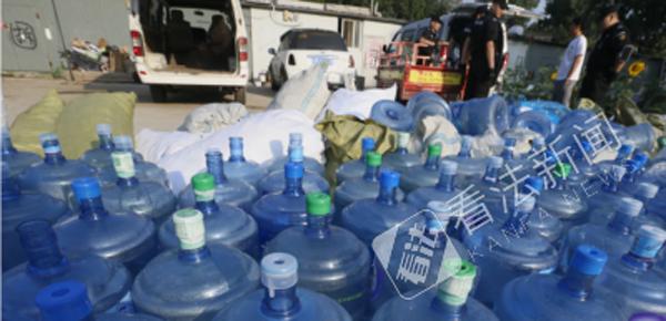 名牌桶装水竟是私灌的自来水!贴标1分钟成品牌水