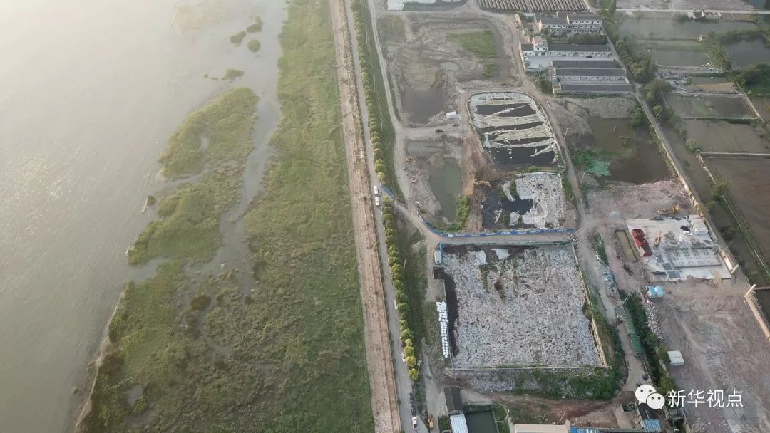 中央督察两年还不改!江苏泰兴数万吨污染物堆放长江边,触目惊心