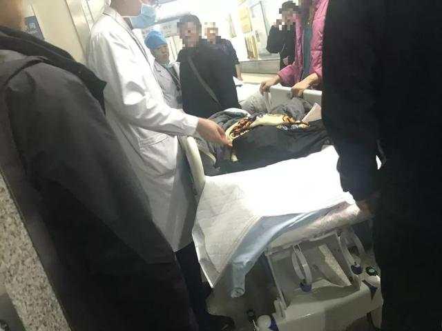 校园伤孩事件官方发布会:三人完成手术,为每位受伤学生心理疏导