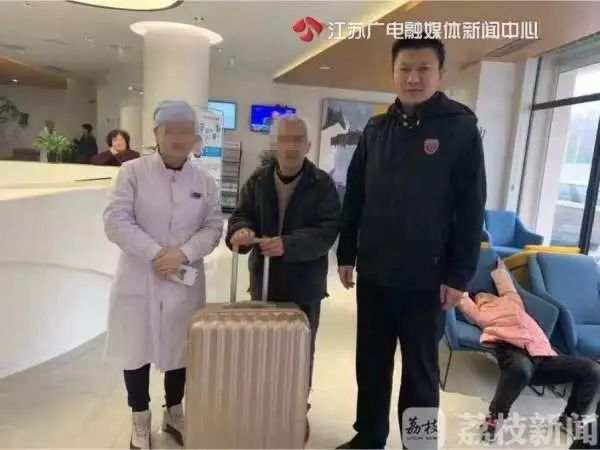 七旬聋哑老父来南京看望女儿迷路!女儿:不能来接