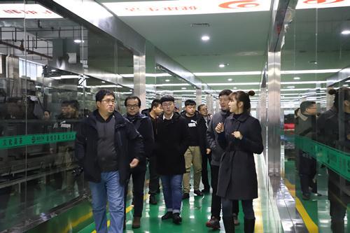 参观黑茶机械化生产线.jpg?x-oss-process=style/w10