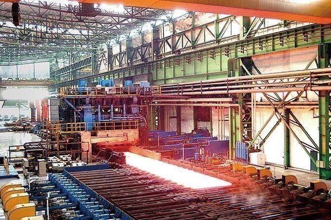 鞍钢股份中厚板厂厚板生产线轧制现场。图片来源:鞍山钢铁集团有限公司官方微信.jpg?x-oss-process=style/w10