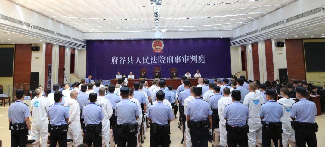 """陕西""""黑老大""""获刑23年:曾指使70余人围攻警察砸警车"""