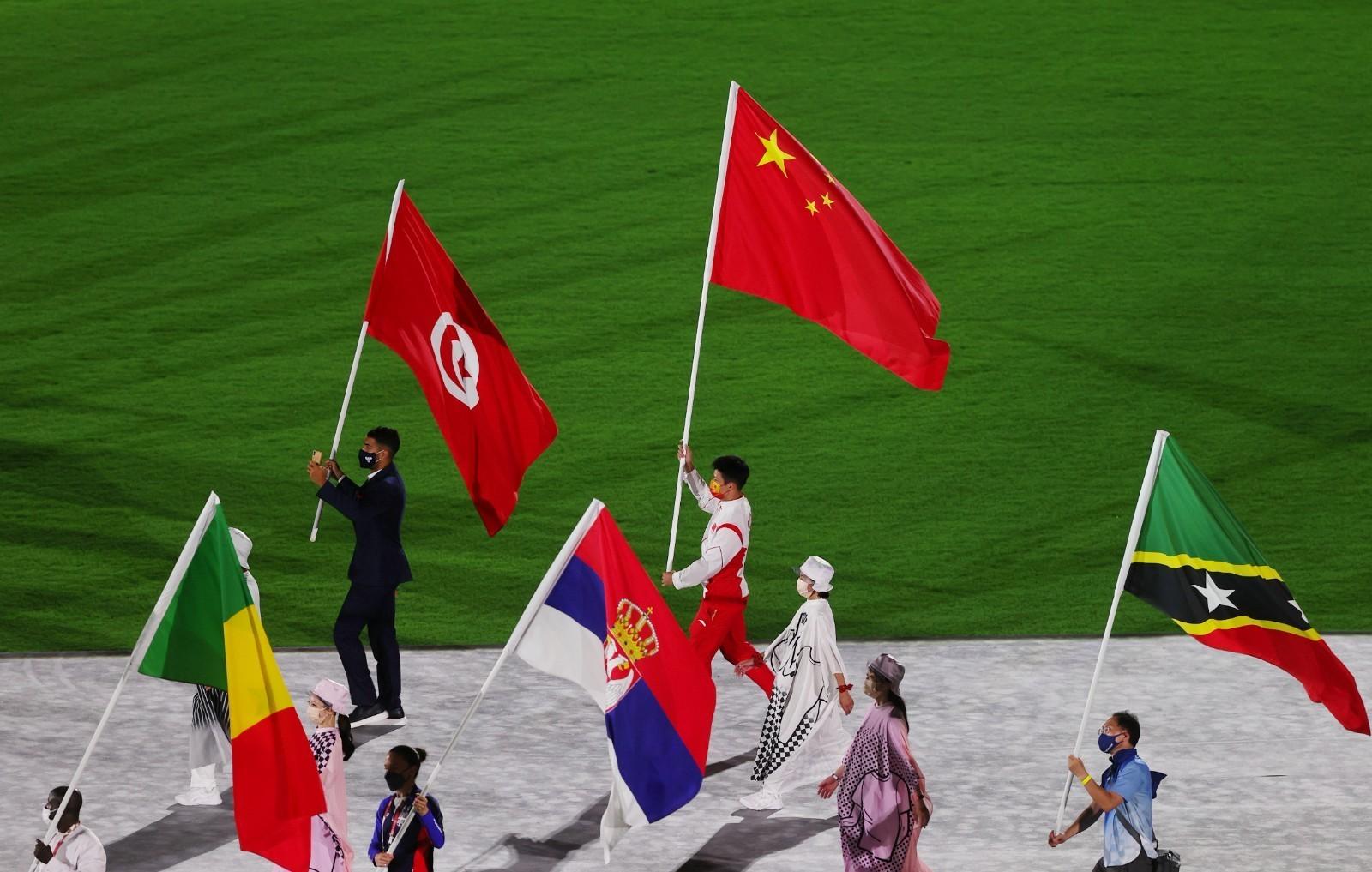 东京奥运会闭幕式举行,中国代表团旗手苏炳添入场