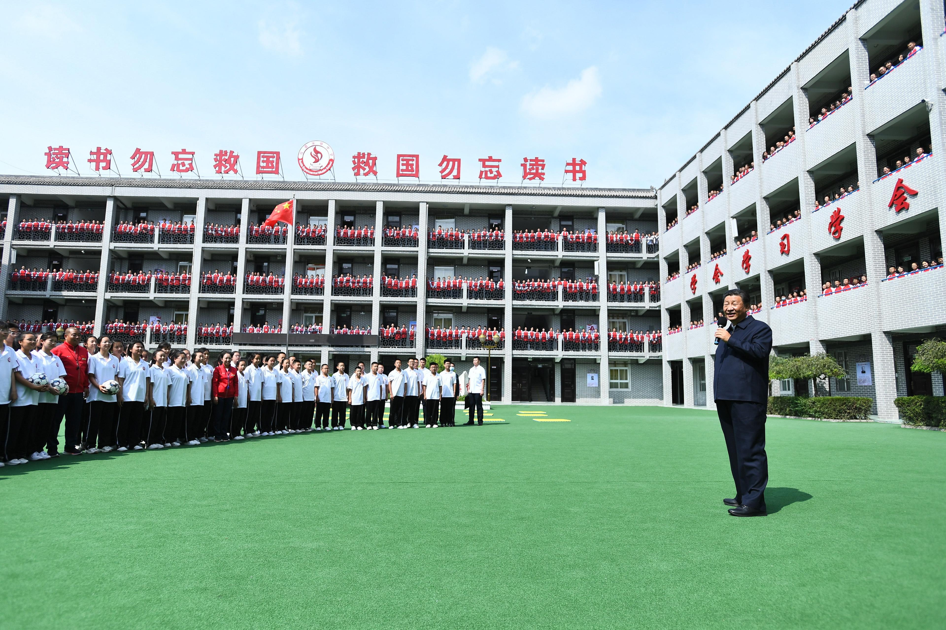 习近平勉励中学生:全面发展,成为国之栋梁