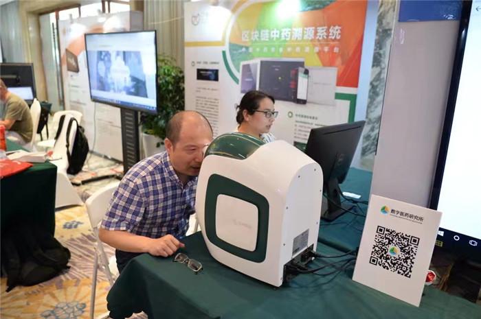 江西中医药大学副校长杜建强体验设备