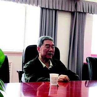 马跃在北京接受记者采访。