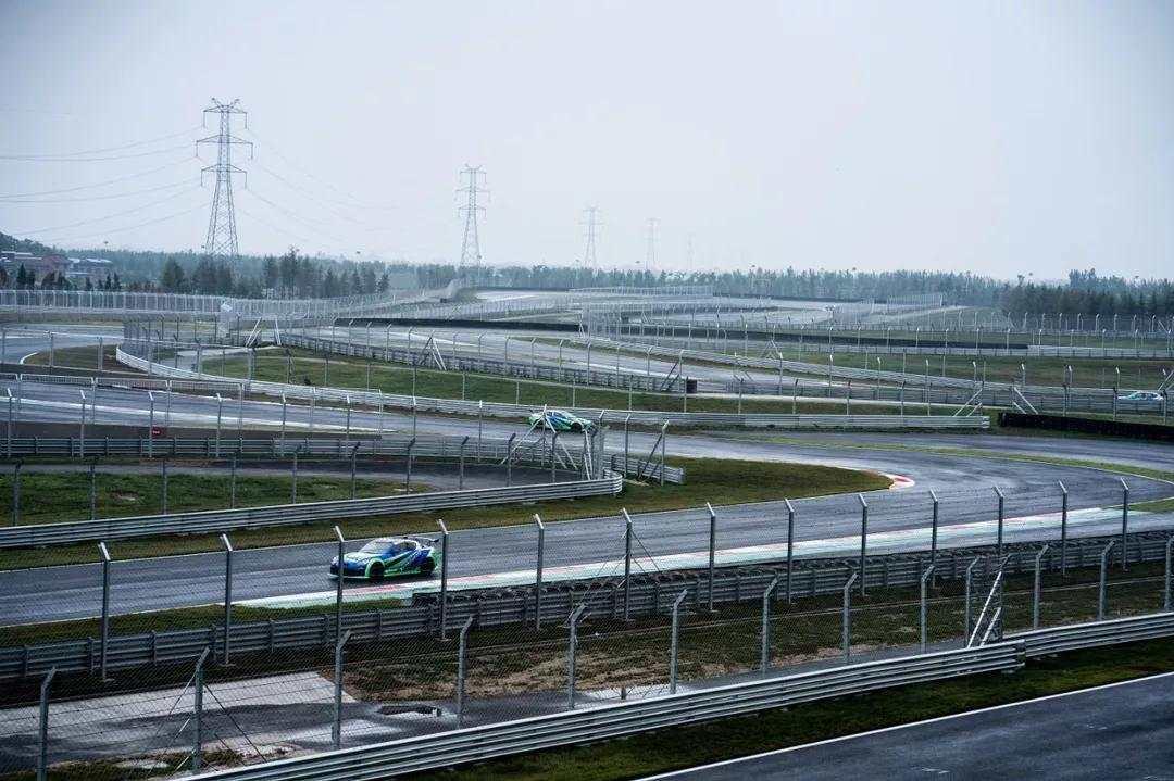 国际F3赛道内进行雨天湿滑路面测试