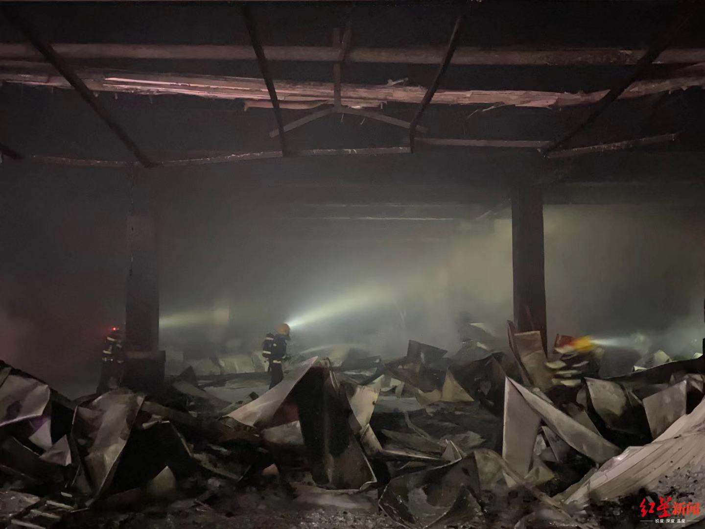 【红星新闻】四川南充物流园一冷库起火,目前明火已扑灭无伤亡