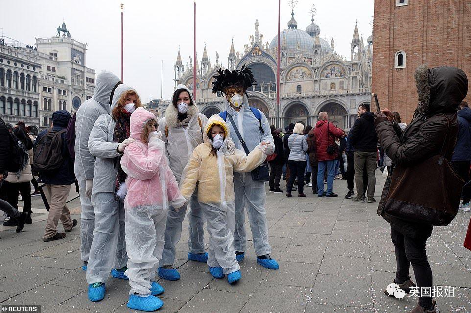 图:参加威尼斯狂欢节的
