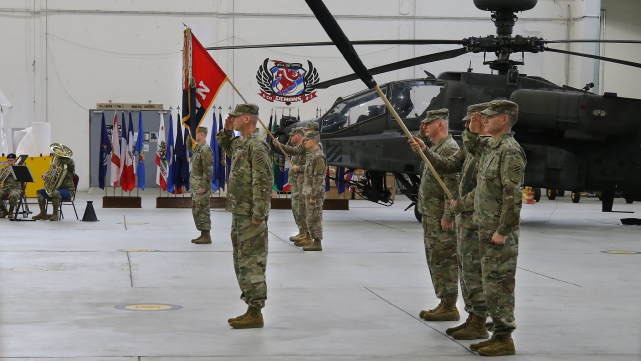 【AH-64是美军陆航旅主要火力投送兵器】