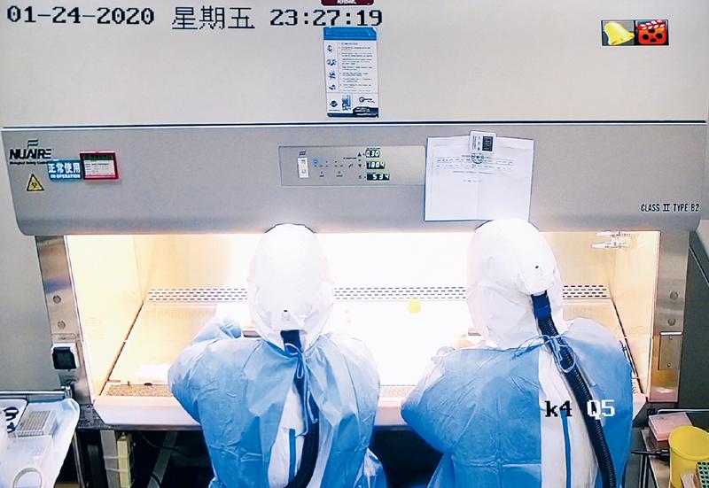 疫情就是命令。面对突如其来的新冠肺炎疫情,除夕夜,中国疾病预防控制中心病毒病所迅疾开展应急检测。 国家卫健委供图