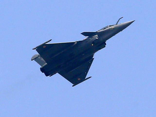 资料图:正在进行飞行训练的印度阵风战机