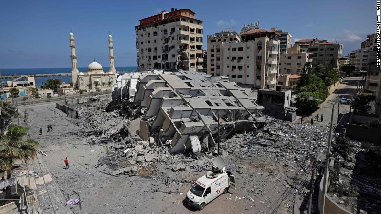 12日空袭中被破坏的加沙一栋建筑 图源:CNN